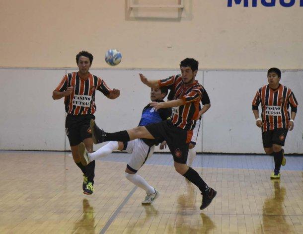 Casino Futsal venció 4-1 a La Cigarra y es uno de los escoltas del torneo Clausura.