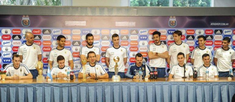 La selección argentina de futsal ayer durante la conferencia de prensa que brindó en Ezeiza.