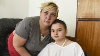 Tania Mansilla se encuentra estable en una sala del área de internación pediátrica, acompañada por su madre.