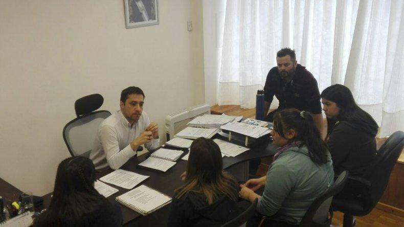 El concejal Nicolás Caridi escuchó a los estudiantes que pidieron un corredor seguro en la Escuela 757.