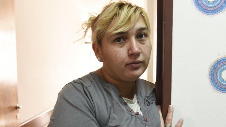 Carla Cherbakov aguardaba en la tarde noche de ayer los resultados de una resonancia magnética para que le dieran el alta médica a su hija.