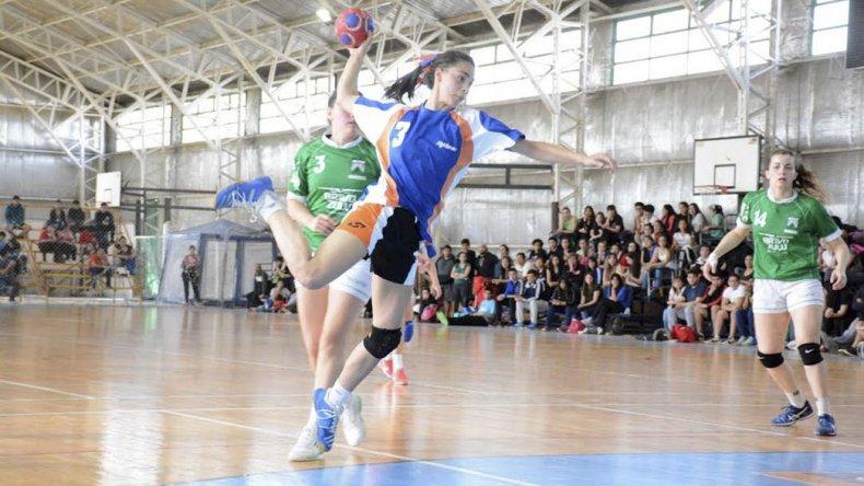 Las chicas también disputaron ayer la primera fecha de la ronda clasificatoria del Nacional de Clubes A de balonmano.