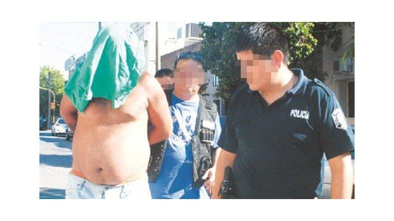 Un hombre amenazó con matar a sus hijos con una motosierra
