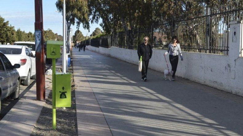 Mañana el Concejo debatirá un proyecto que prohíbe pasear perros en plazas