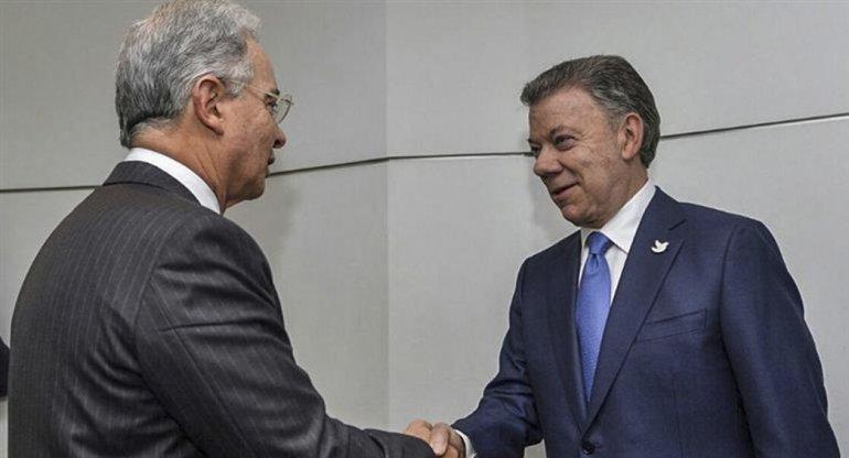 Uribe y Santos concretaron un encuentro que marca una nueva etapa en las negociaciones por la paz en Colombia.