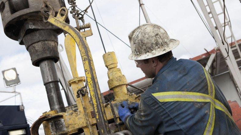 Unos 700 petroleros de Chubut perciben 22 mil pesos menos de sueldo