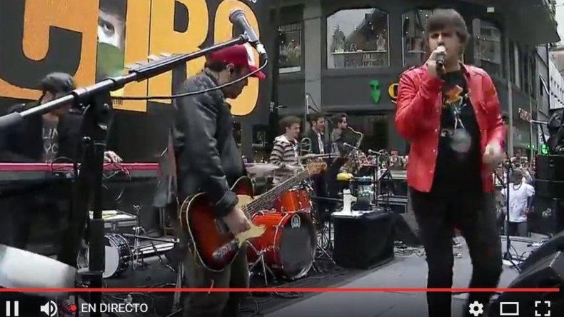 Mirá en vivo el show sorpresa de Ciro en la calle