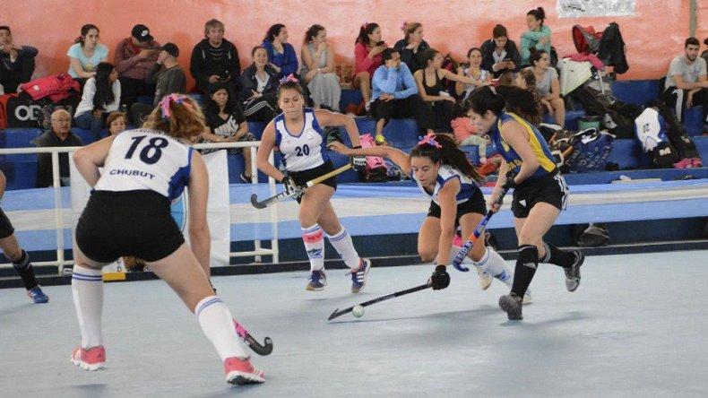 Caleta Olivia comenzó a disfrutar el Torneo Nacional de hóckey pista.