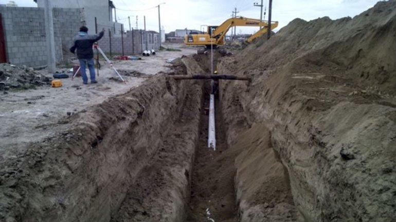 La construcción del colector cloacal para las nuevas urbanizaciones fiscales de Kilómetro 5.