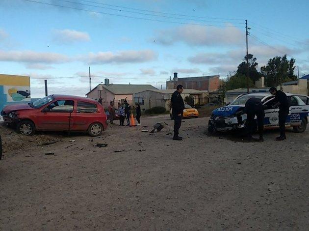 Persecución culmina con 2 policías heridos y 3 detenidos