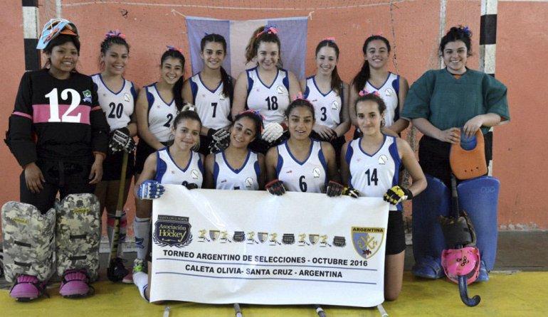 La selección Sub 18 de Austral es finalista del Argentino de hóckey indoor.