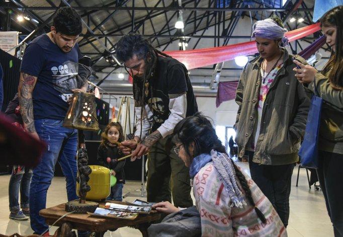 Los artesanos ofrecen un paseo de innovación, arte y diversión