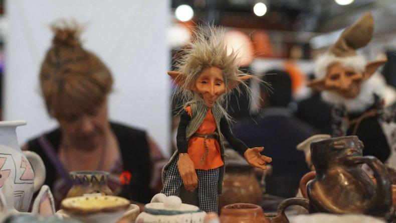 La tercera edición de la Feria de la Asociación de Artesanos de Comodoro Rivadavia y su Comarca continuará hoy con productos innovadores