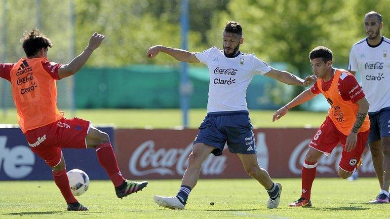 La Selección volvió a entrenar con cambios en defensa