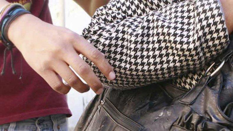 Un condenado que gozaba de extramuros le robó la cartera a una mujer en La Loma
