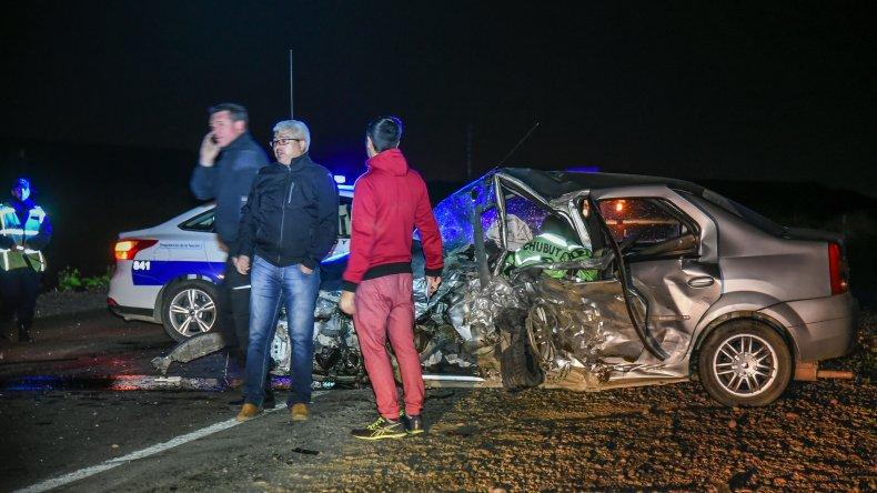 Guillermo Salas falleció en el lugar a raíz del violento choque frontal. Su cuerpo quedó aprisionado entre los hierros del Renault Logan en el que retornaba a Rada Tilly.<br><br>