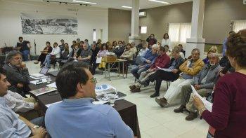 No todo aquello que se vincula a la industria petrolera es algo per se positivo y celebratorio, propuso pensar el politólogo Sebastián Barros.