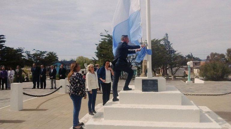 El vicegobernador Mariano Arcioni encabezó los actos por el nuevo aniversario de Camarones.