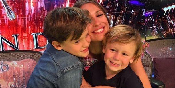 Pampita llevó a sus hijos a Showmatch: mis invitados de lujo