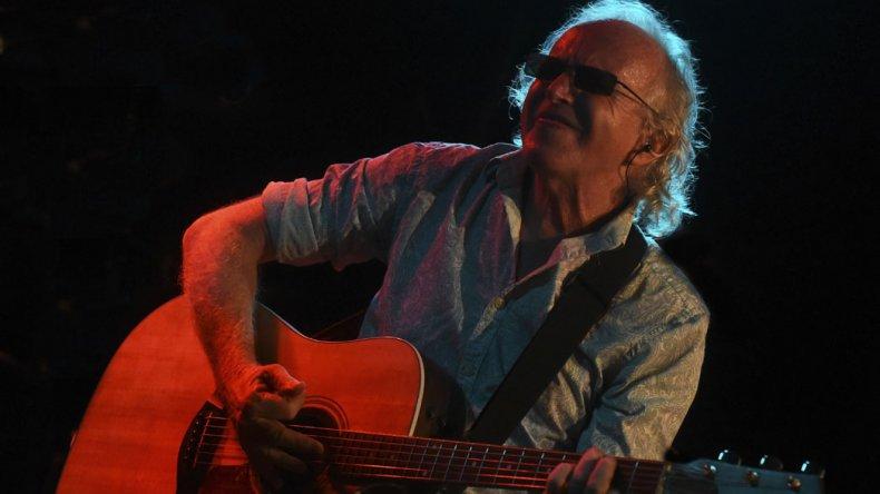 Cantilo vuelve a la Argentina con recital y disco nuevo.