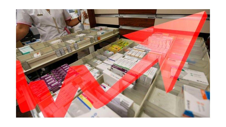 Farmacéuticos admiten fuertes aumentos en los remedios y culpan al Gobierno