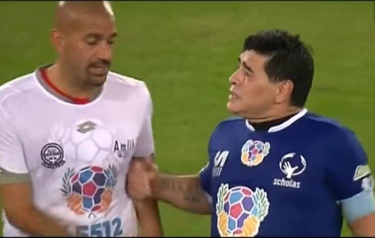 Maradona y Verón discutieron en el partido por la Paz