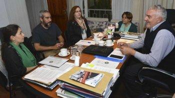 El presidente del Consejo Provincial de Educación, Roberto Borselli, recibió a docentes de El Chaltén que trabajan junto a sus alumnos en el proyecto denominado Libre de Fronteras.