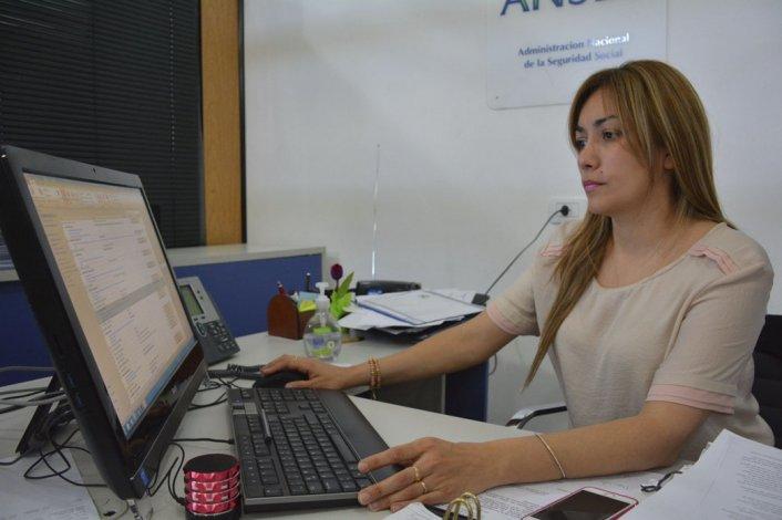 La directora de la Unidad de Atención Caleta Olivia de la ANSeS