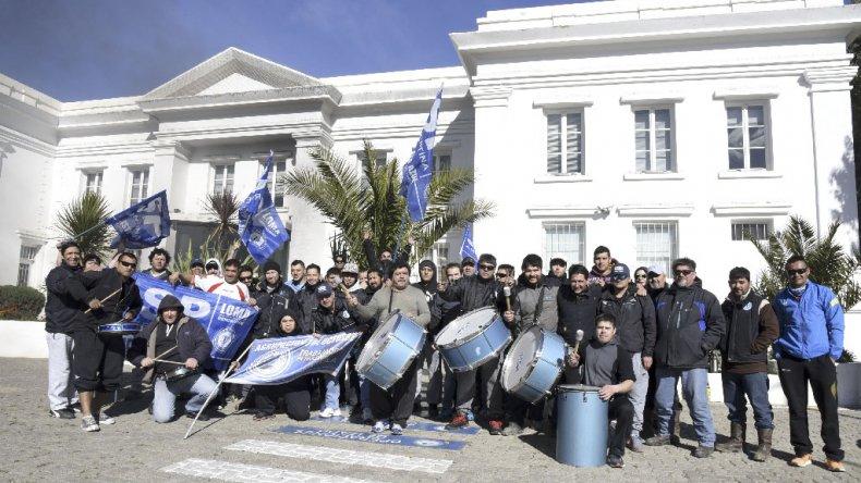 La protesta de los trabajadores de SP. Los petroleros de Chubut amenazaron con medidas de fuerza si no hay solución para el grupo de operarios stand by.