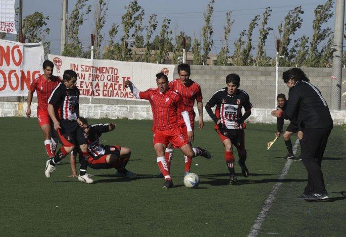 Ameghino cerró un empate favorable ante Huracán en el sintético de barrio Industrial.