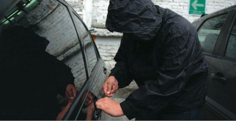 Detienen a un sospechoso de intentar  robar en dos autos en las 1311 viviendas