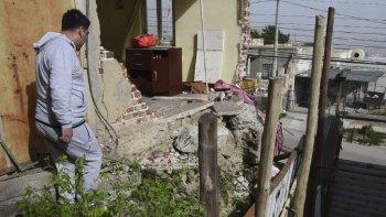 Las fuertes ráfagas derribaron una de las paredes principales de la vivienda de la calle San Martín al 1.800.