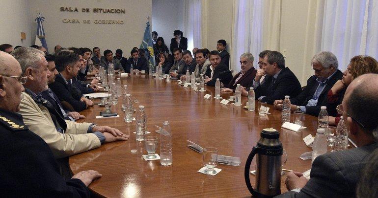 La reunión que el gobernador mantuvo ayer a la mañana con su gabinete en la Casa de Gobierno.