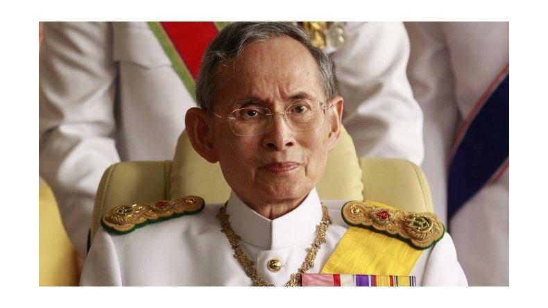 A los 88 años, murió el rey de Tailandia, el monarca con más tiempo en el poder