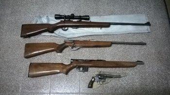 camarones: secuestran un revolver y tres carabinas no registradas