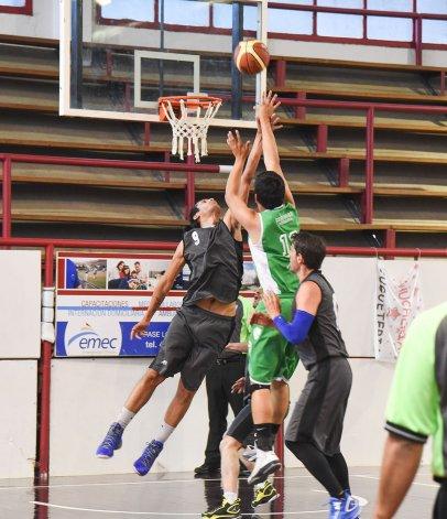 El torneo Clausura de básquetbol continuará esta tarde con cuatro partidos.