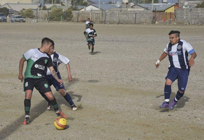 Petroquímica viene de vencer 1-0 a Ferro en un partido que se jugó el último jueves con intenso viento.