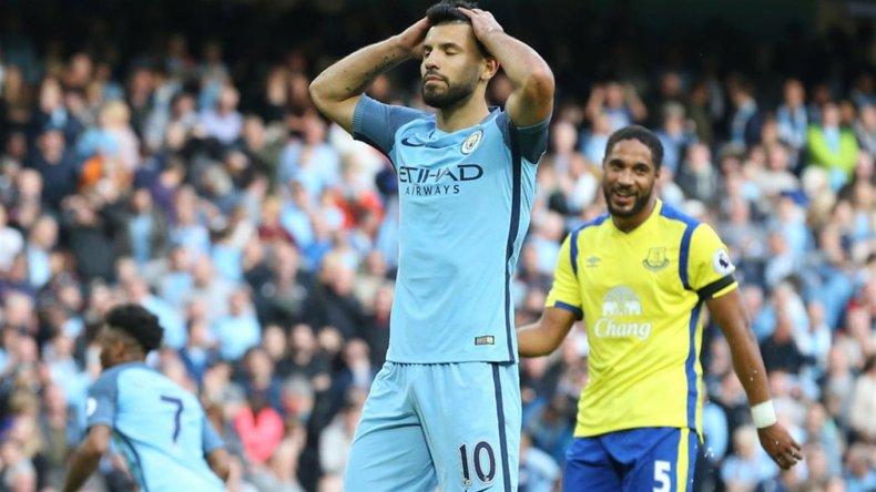 Agüero desperdició otro penal y City empató con Everton