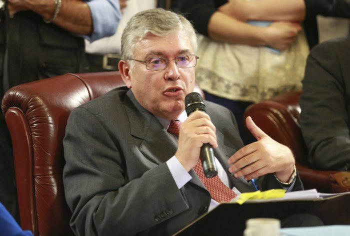 El senador patagónico cuestionó la política exterior del PRO.