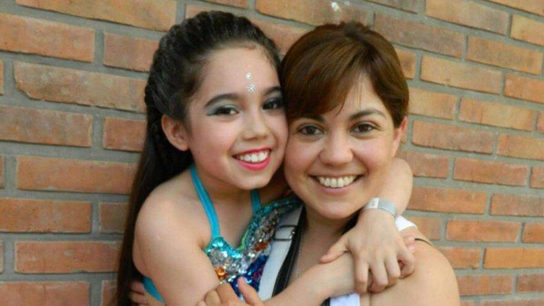 Vanina antes de una presentación con su mamá Lorena.