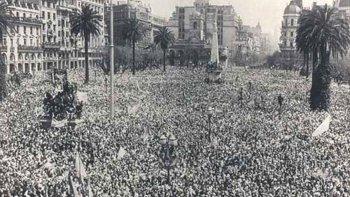 Una multitud se manifestó en la Plaza de Mayo para pedir por la libertad de Juan Domingo Perón.