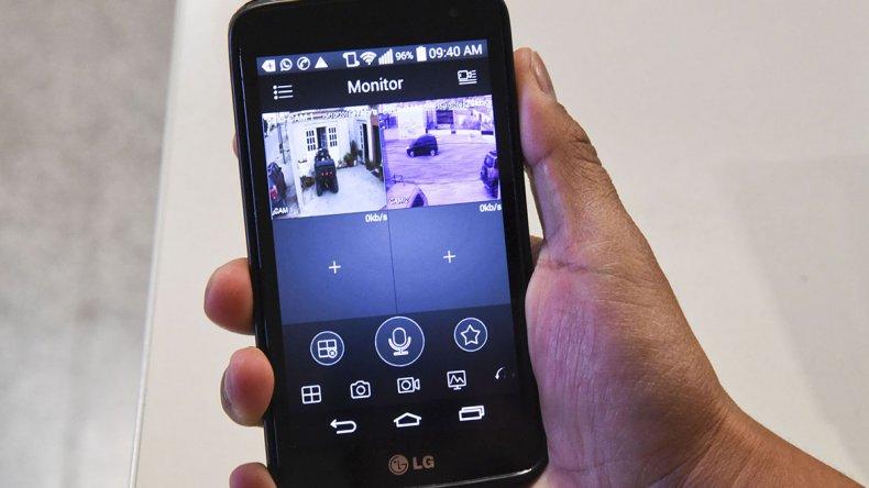 La tecnología actual permite que una persona pueda controlar desde su teléfono celular