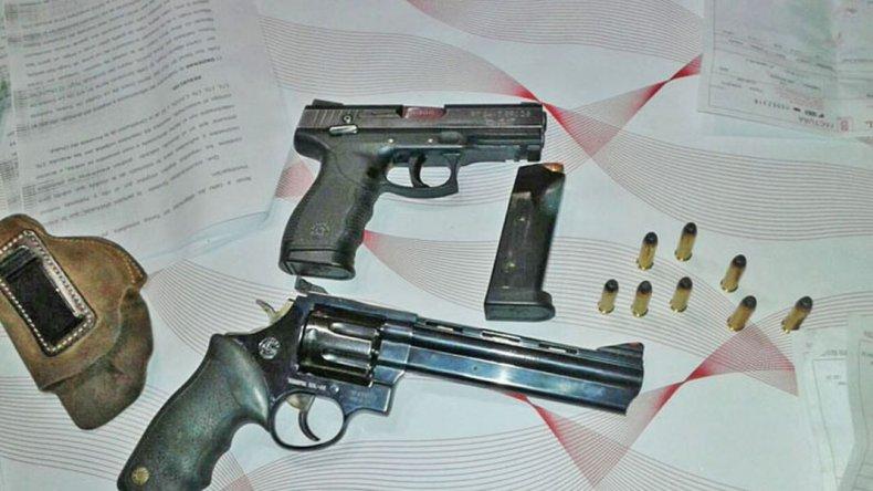Se auto inculpó de un robo, le secuestraron siete armas y no quedó detenido