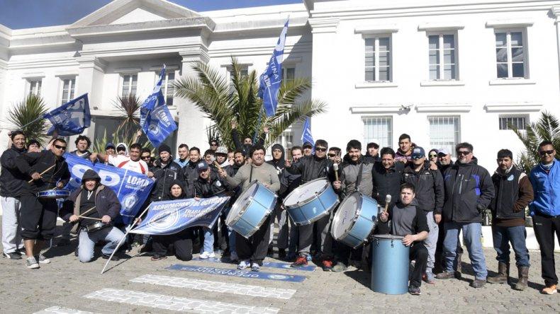La manifestación que los trabajadores de SP habían montado el miércoles en la administración de YPF.