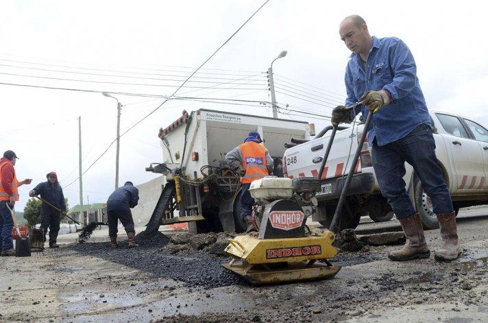 El municipio tiene más de 6 frentes de trabajo abiertos por día desde los que se trabaja para reconstruir y mejorar la trama vial.