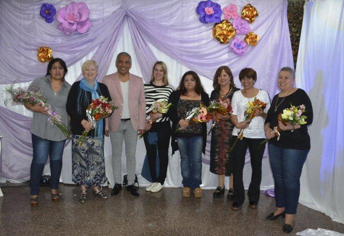 Jorge Soloaga entregó reconocimientos a madres que se distinguen en distintos sectores de la comunidad.