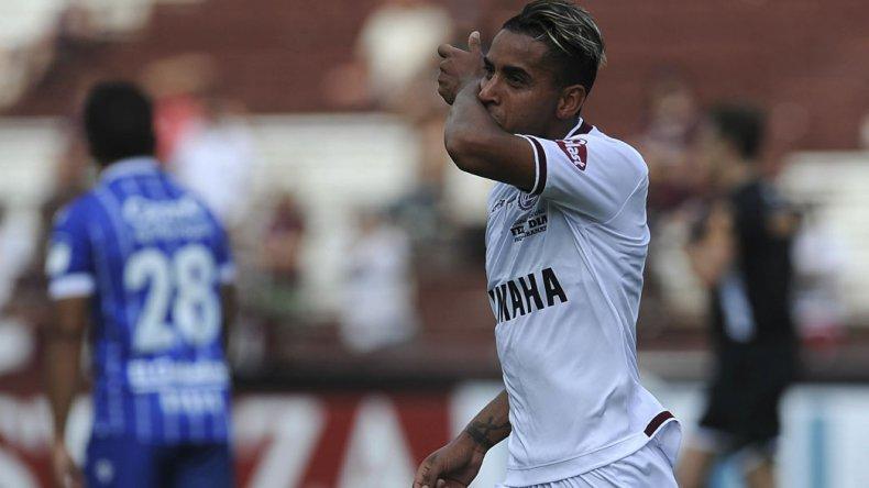 José Luis Gómez festeja su gol que le marcó de penal ayer a Godoy Cruz.