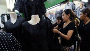 murio el rey de tailandia y se agoto la ropa negra por el luto