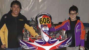 Maximiliano Korthals y Nacho Montenegro armaron el chasis ayer, y hoy ya comienza a girar.