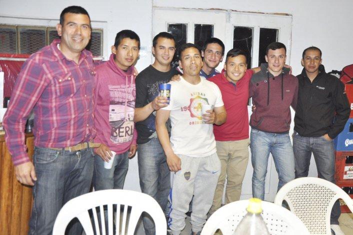 Los árbitros de Comodoro Rivadavia disfrutaron su día con un asado en Kilómetro 5.